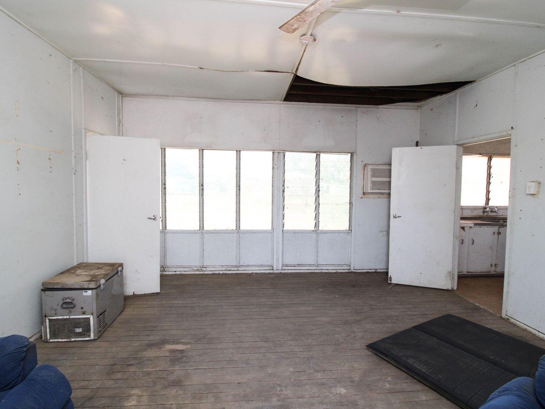 28 Hickman Street, Julia Creek QLD 4823, Image 2