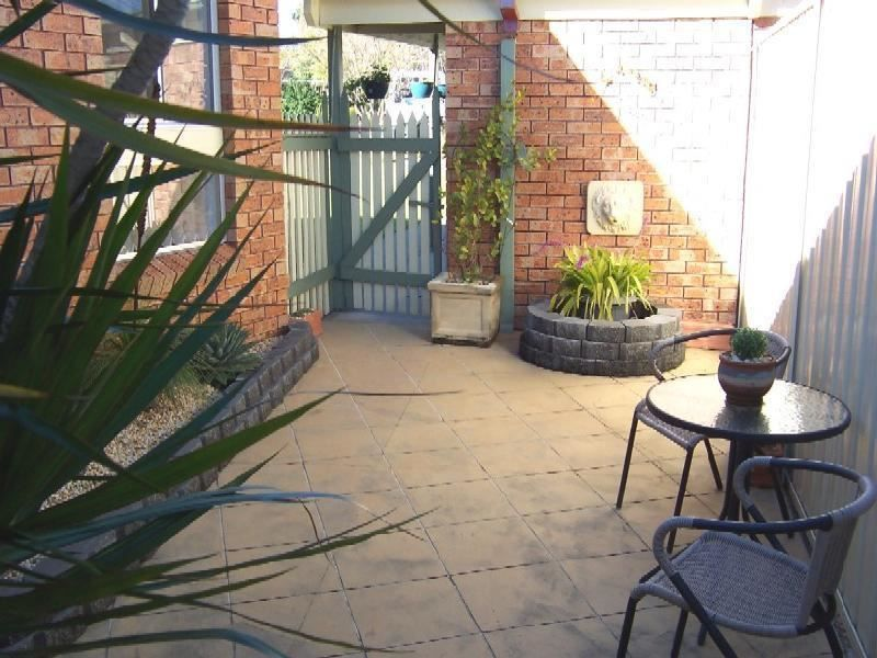 10 HALL PLACE, Minto NSW 2566, Image 1