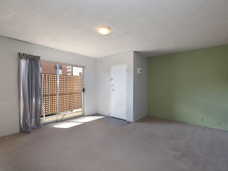 Unit 4/104 Henderson Rd, Crestwood NSW 2620, Image 2
