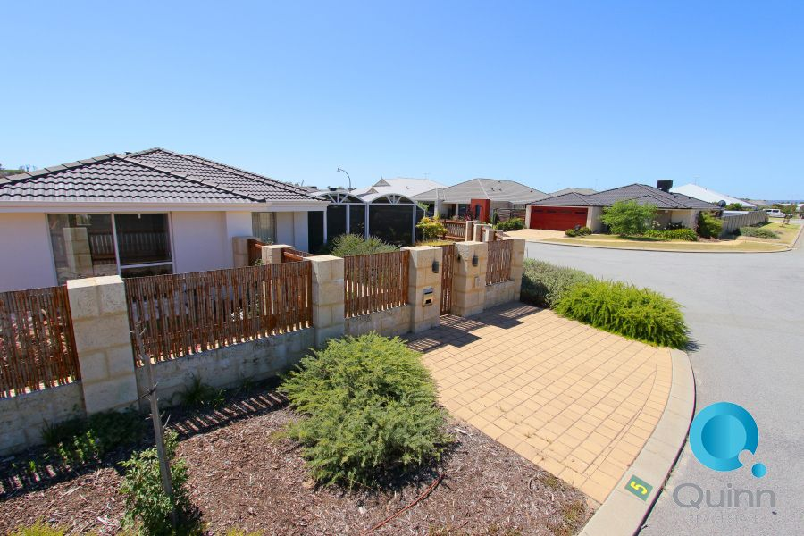 5 Berkeley loop, Piara Waters WA 6112, Image 2