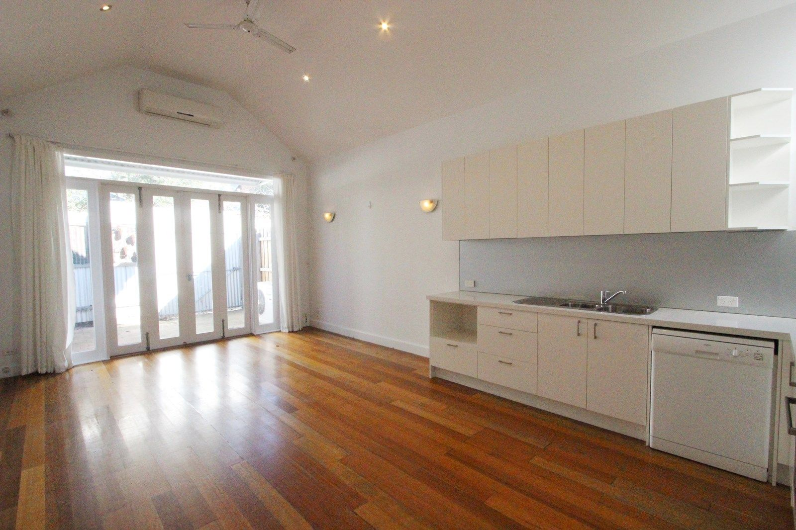 4 Law Street, South Melbourne VIC 3205, Image 2