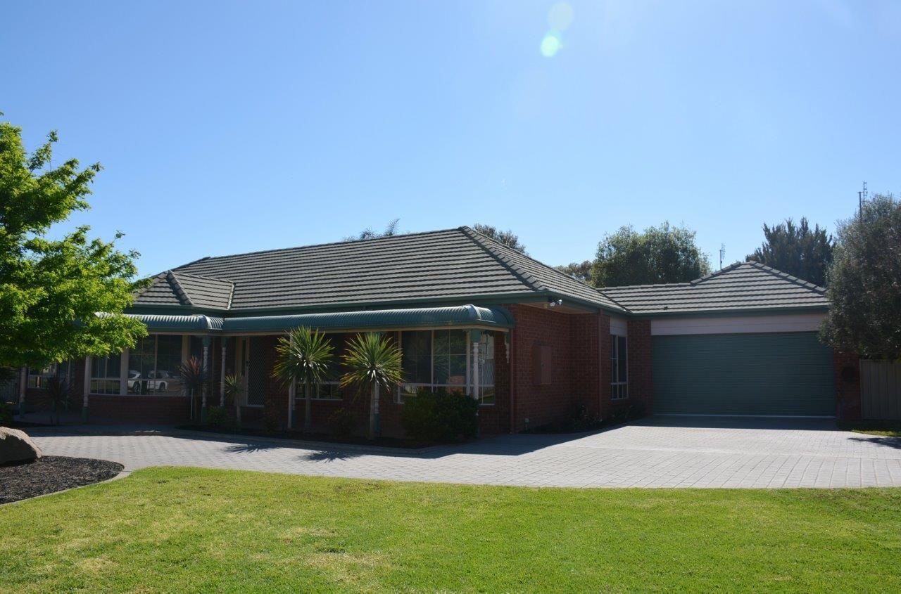 9 Calaway St, Tocumwal NSW 2714, Image 2