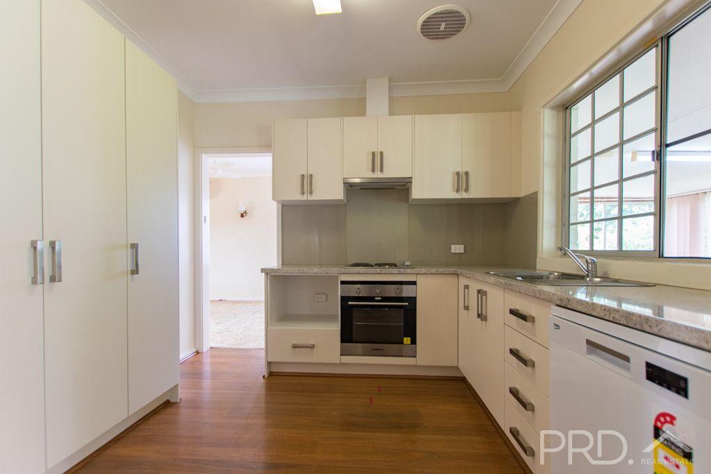 18 Kirra Street, Tumut NSW 2720, Image 2