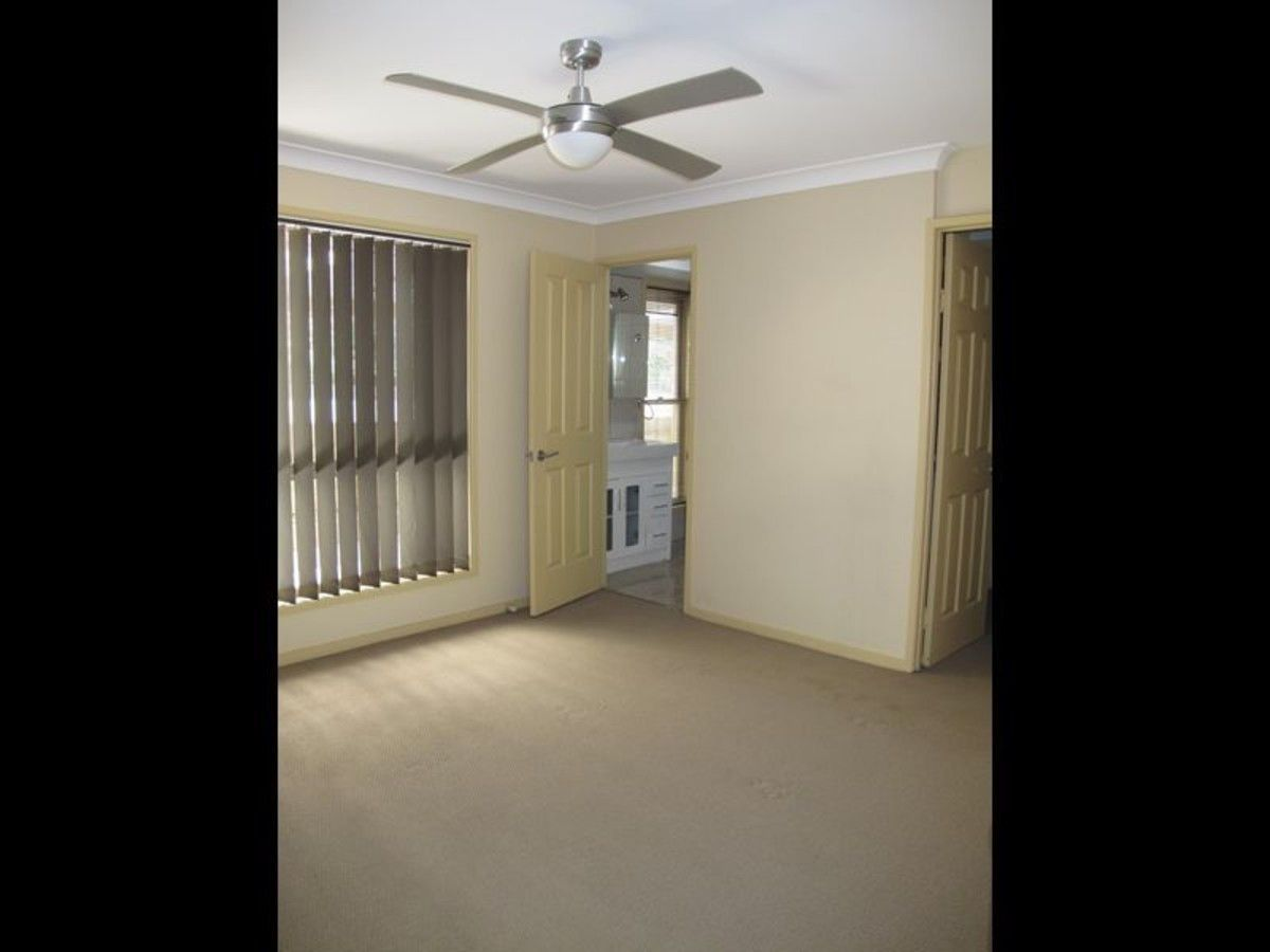 13 Lauder Court, Highland Park QLD 4211, Image 2
