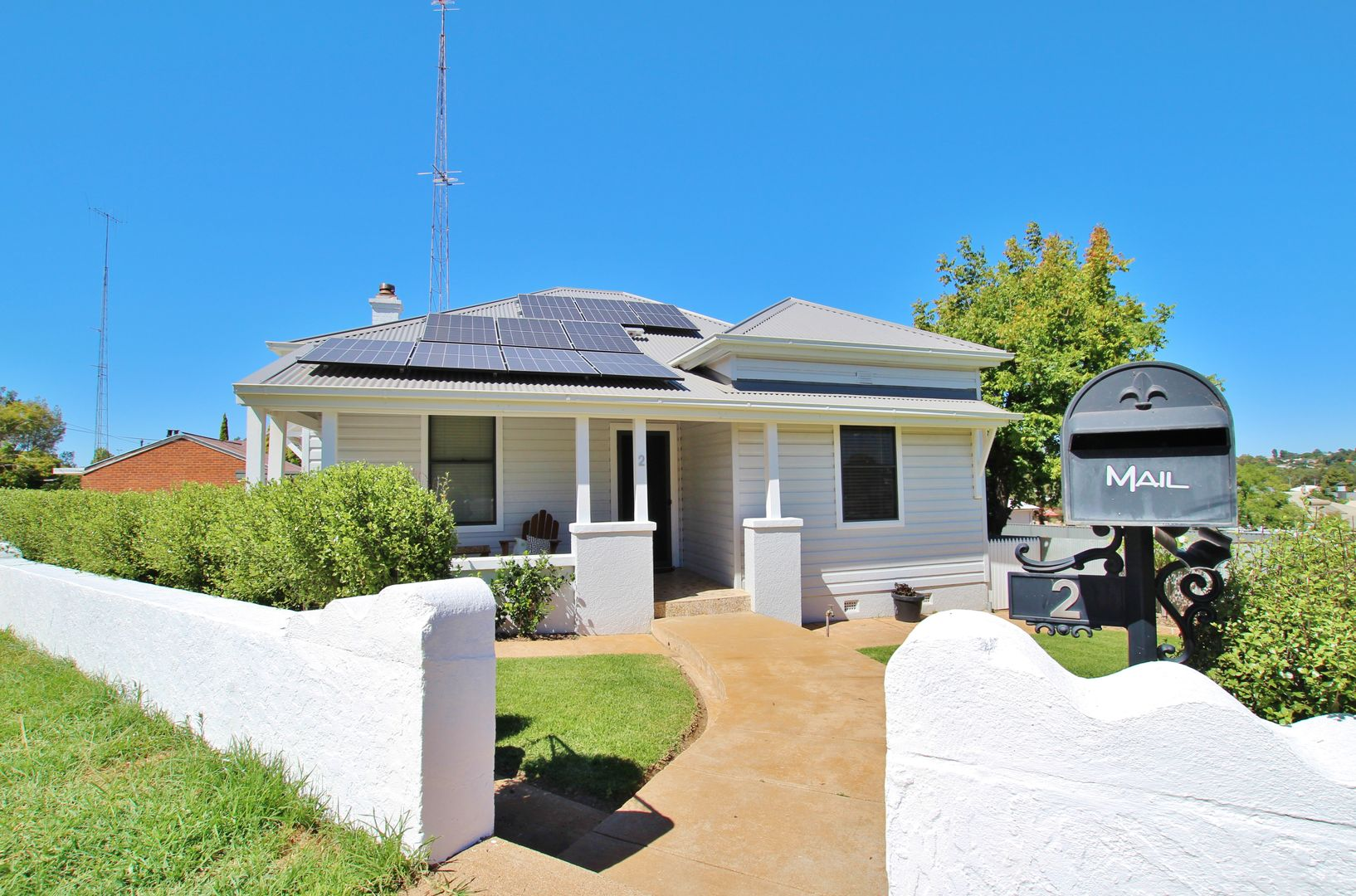 2 Whiteman Avenue, Young NSW 2594, Image 0