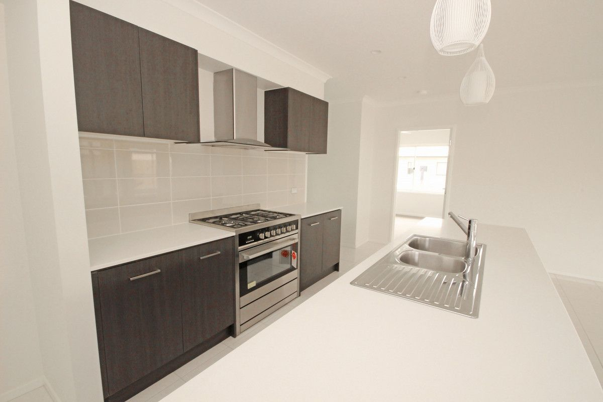 16 Parkway Street, Kuraby QLD 4112, Image 2