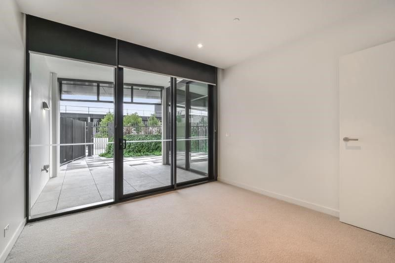 703/9 Waterside Place, Docklands VIC 3008, Image 2
