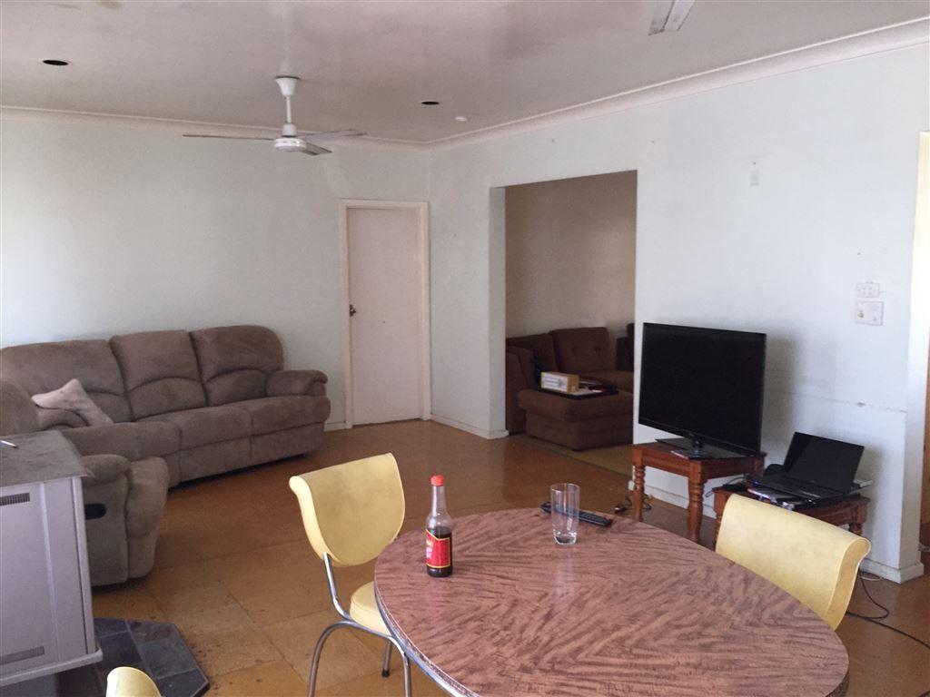 45 Warrior Street, Wee Waa NSW 2388, Image 2