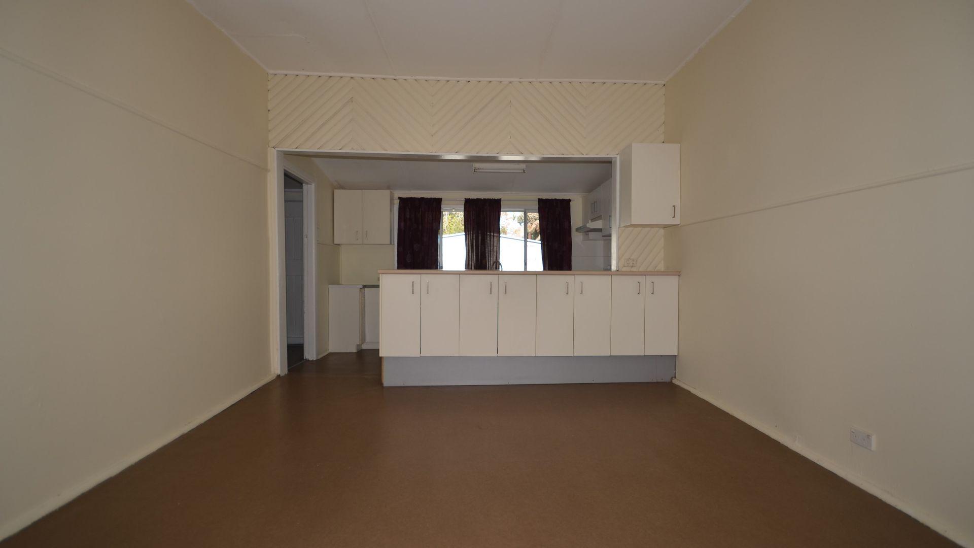 7 Barangaroo Road, Toongabbie NSW 2146, Image 2