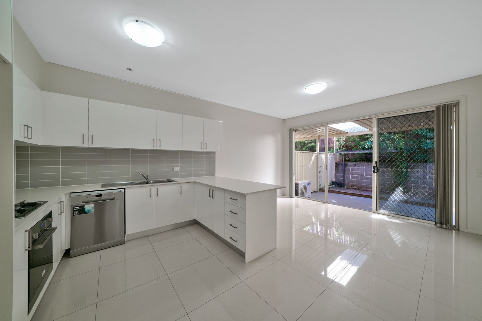 5/221A Waterworth Drive, Mount Annan NSW 2567, Image 2
