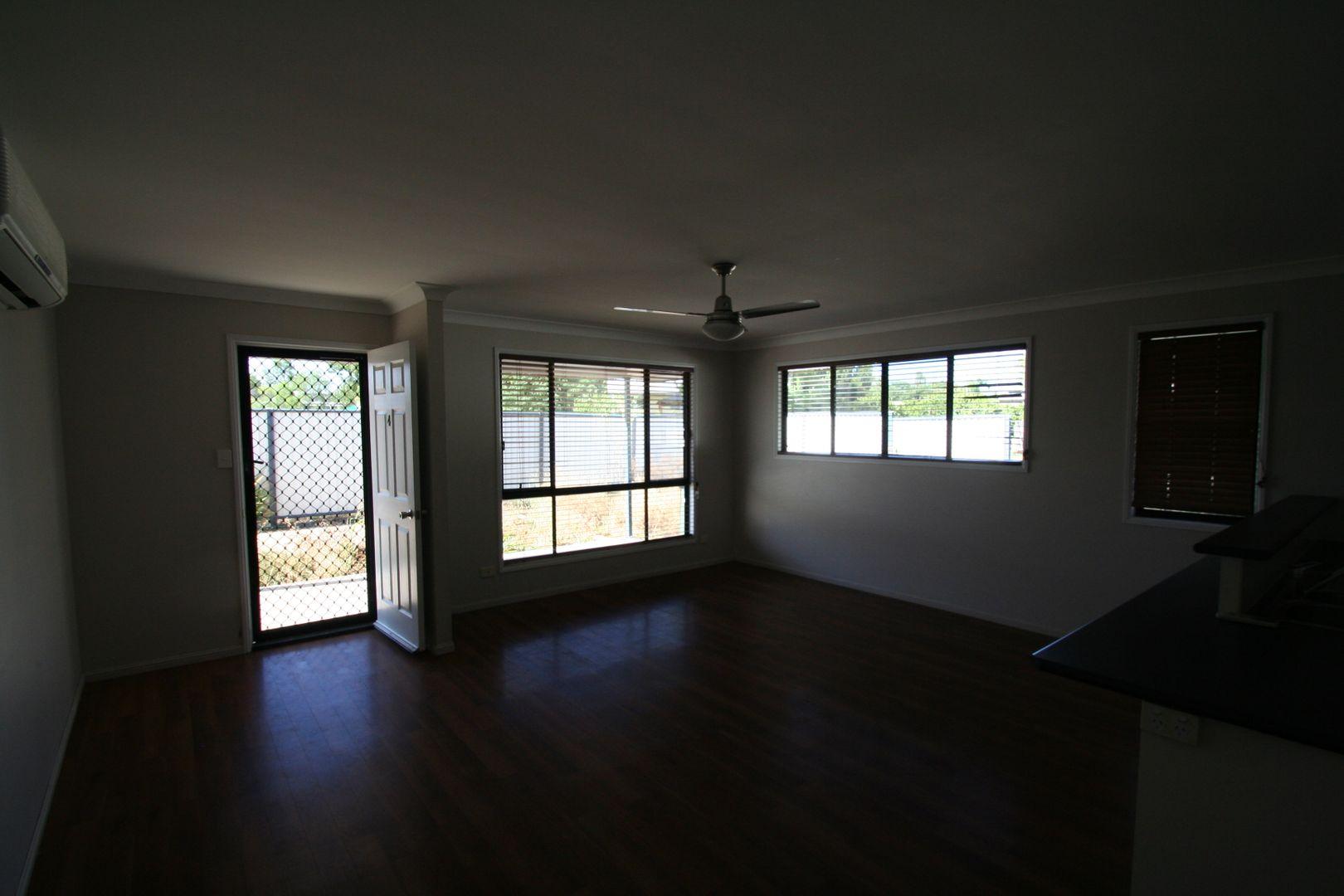 4/6 Burn Street, Capella QLD 4723, Image 2