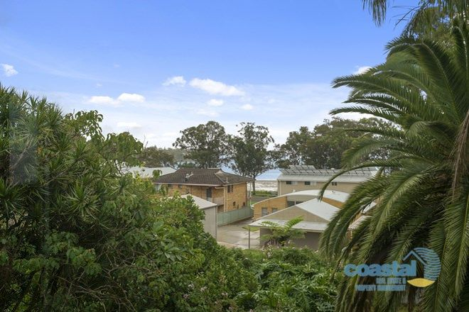 Picture of 10 King Albert Avenue, TANILBA BAY NSW 2319