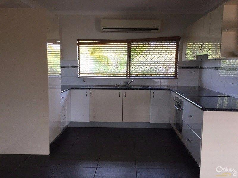 4/10 Sinclair Street, Bowen QLD 4805, Image 2