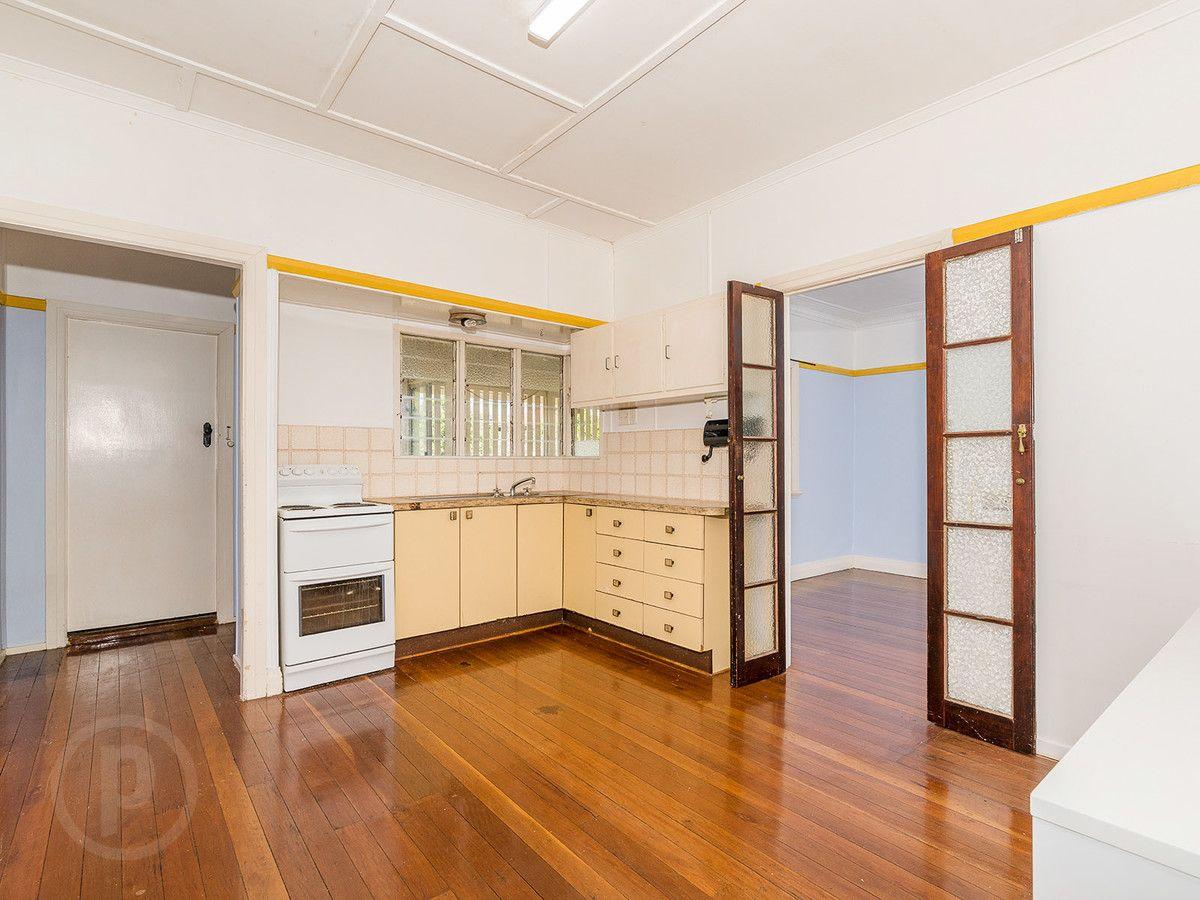 35 Bega Street, Grange QLD 4051, Image 2