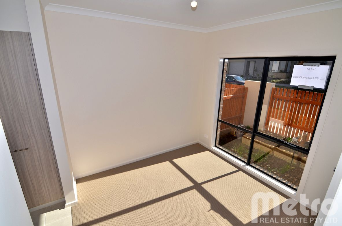 68 Queen Circuit, Sunshine VIC 3020, Image 2