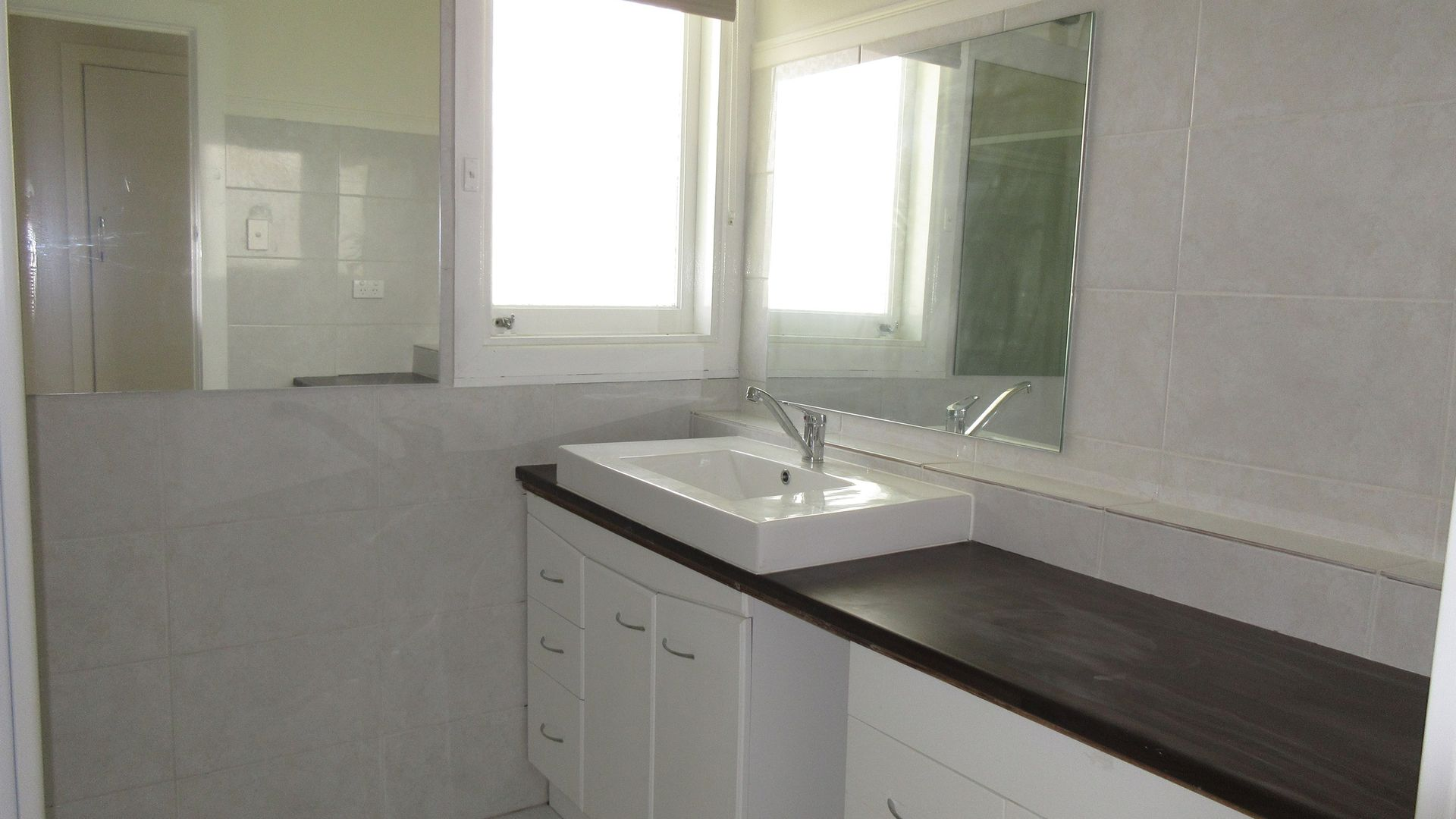 24 Burra Street, Chevron Island QLD 4217, Image 2