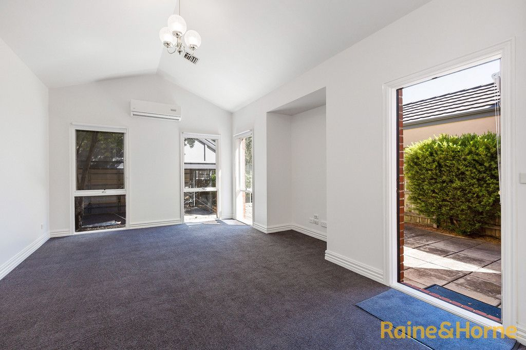 6 McGuire Crescent, Williamstown VIC 3016, Image 2