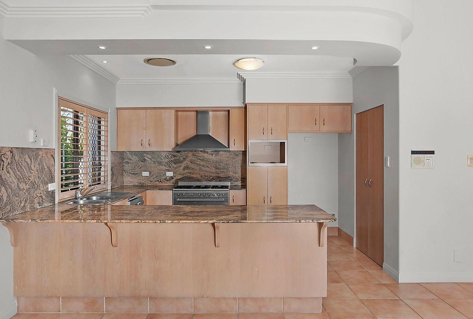 30 Deborah Avenue, Benowa Waters QLD 4217, Image 1