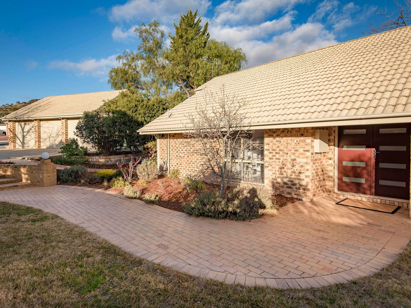 8 Jeanette Place, Gilmore ACT 2905, Image 2