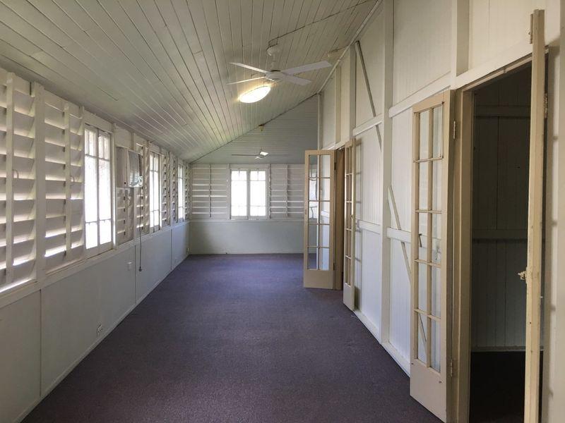 2/254 Lake Street, Cairns North QLD 4870, Image 1