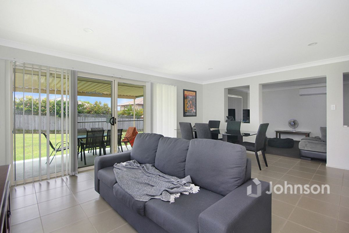 41 Charlton Place, Regents Park QLD 4118, Image 2