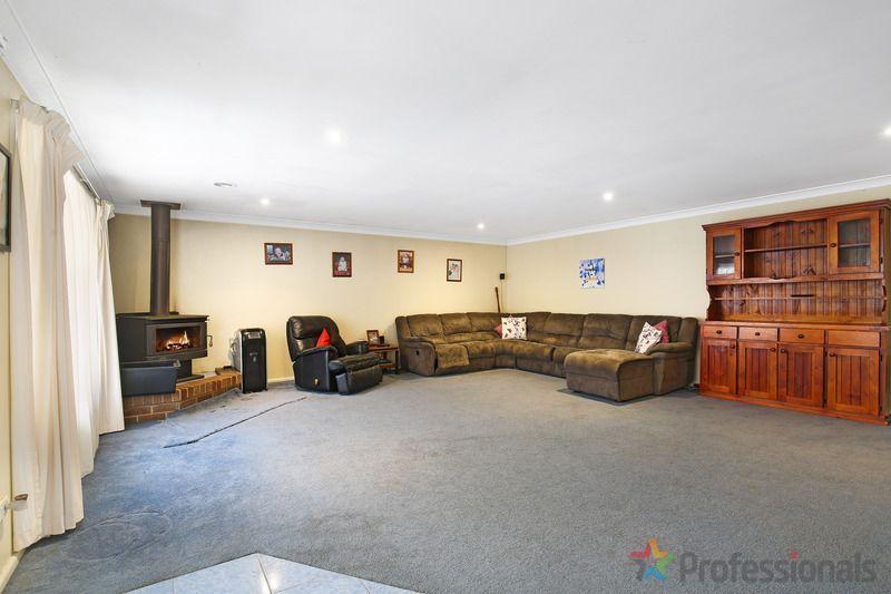 16 Freeman Crescent, Armidale NSW 2350, Image 2