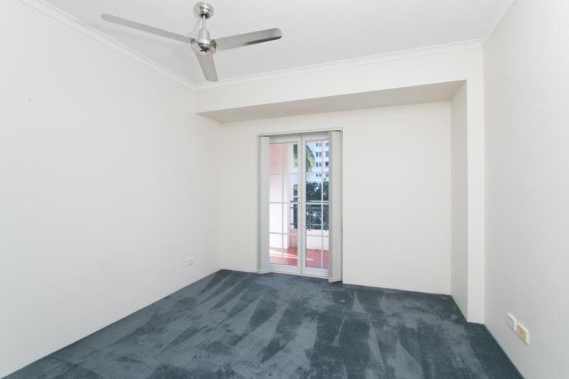 7/327 Lake Street, Cairns North QLD 4870, Image 2