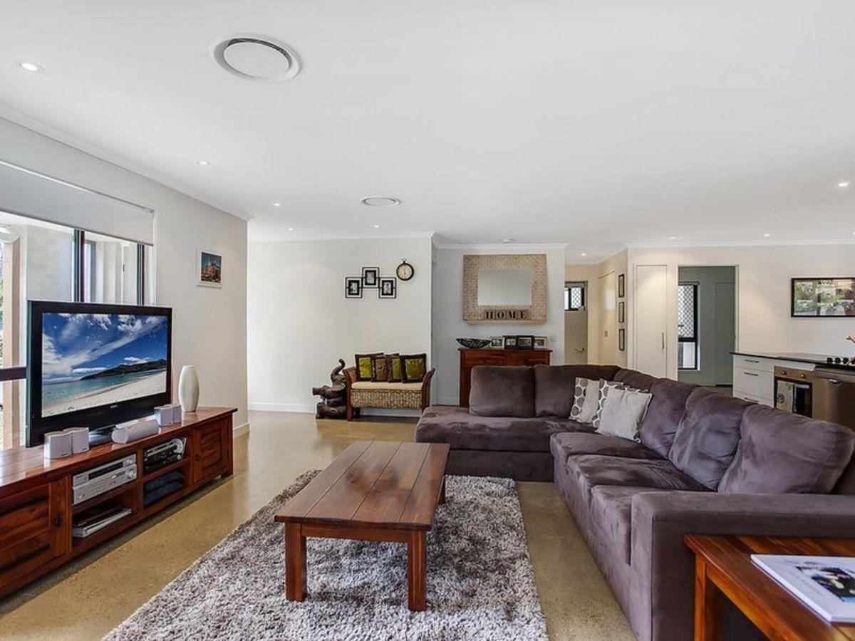 13 Richard Crescent, Highland Park QLD 4211, Image 2