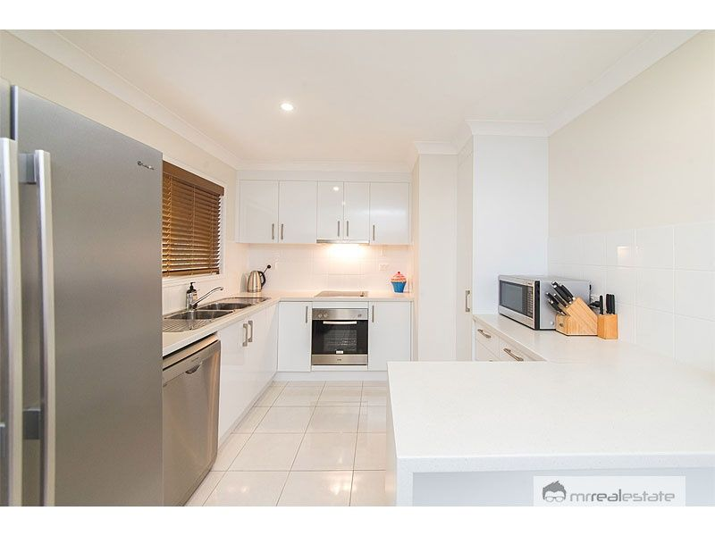 27 Kingfisher Parade, Norman Gardens QLD 4701, Image 1