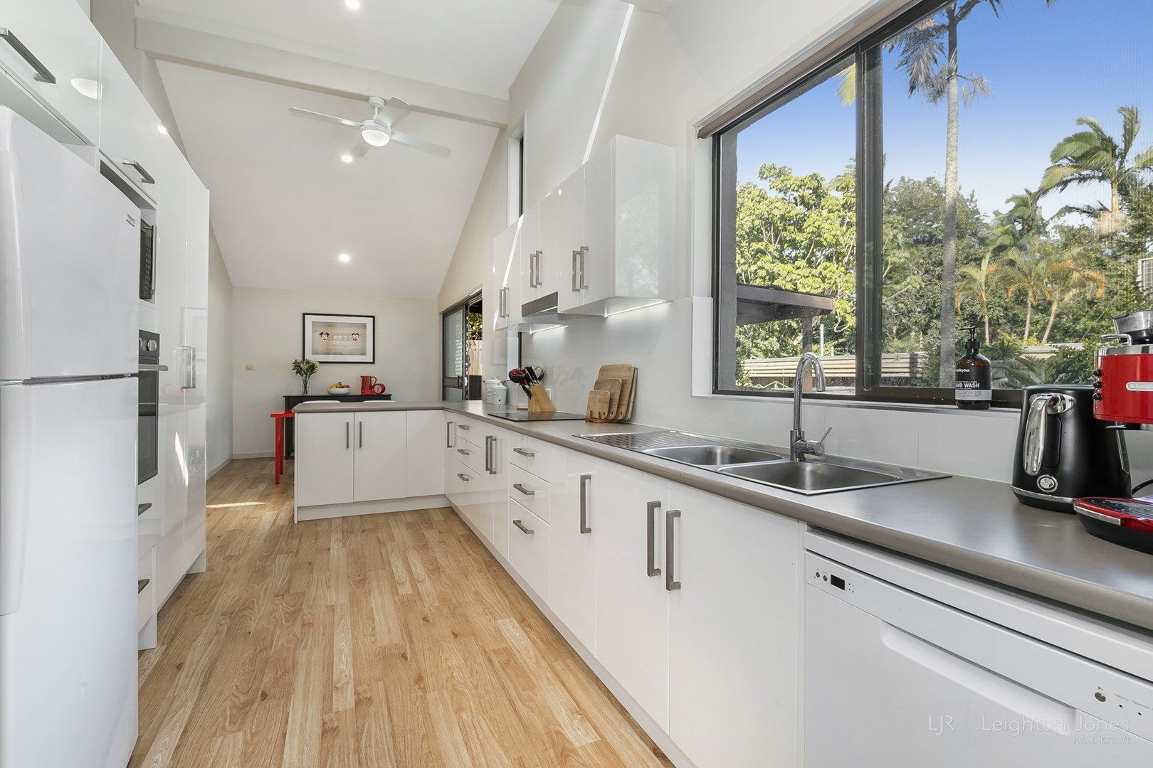 89 Sunset Road, Kenmore QLD 4069, Image 2