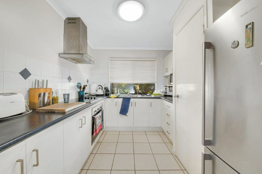 9 Pryde Street, Tannum Sands QLD 4680, Image 2