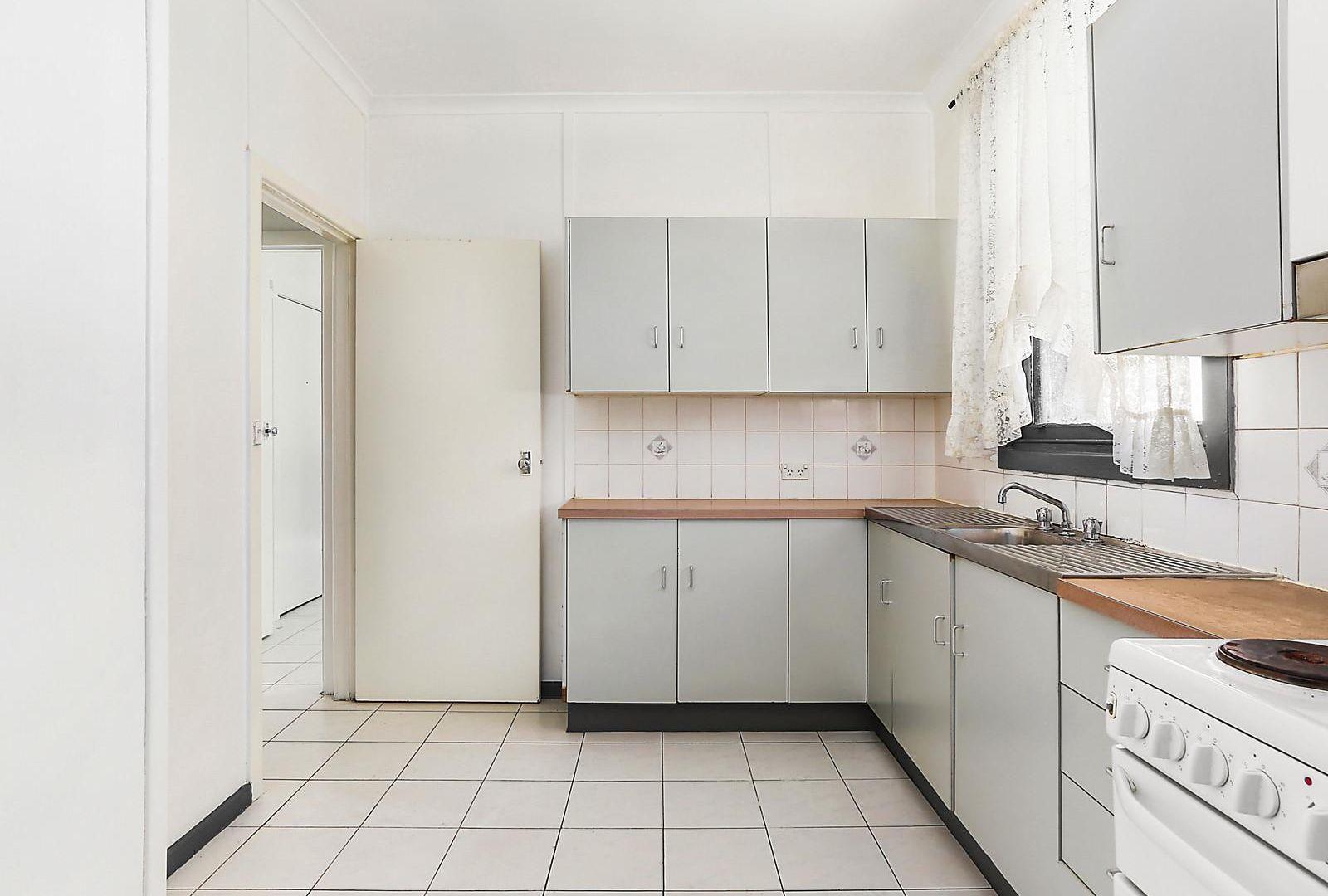 19 Pearce Avenue, Peakhurst NSW 2210, Image 1