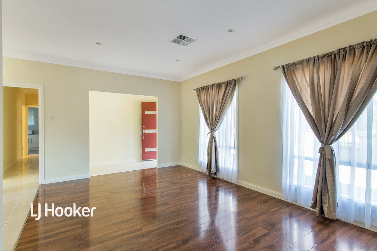 18 Spenfeld Court, Valley View SA 5093, Image 1