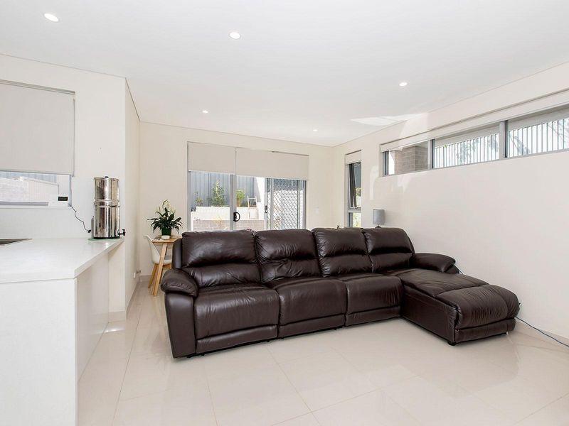 3/61-65 Trafalgar Street, Peakhurst NSW 2210, Image 2