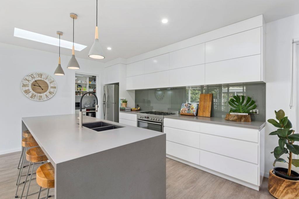 43 Beacon Avenue, Bulli NSW 2516, Image 2