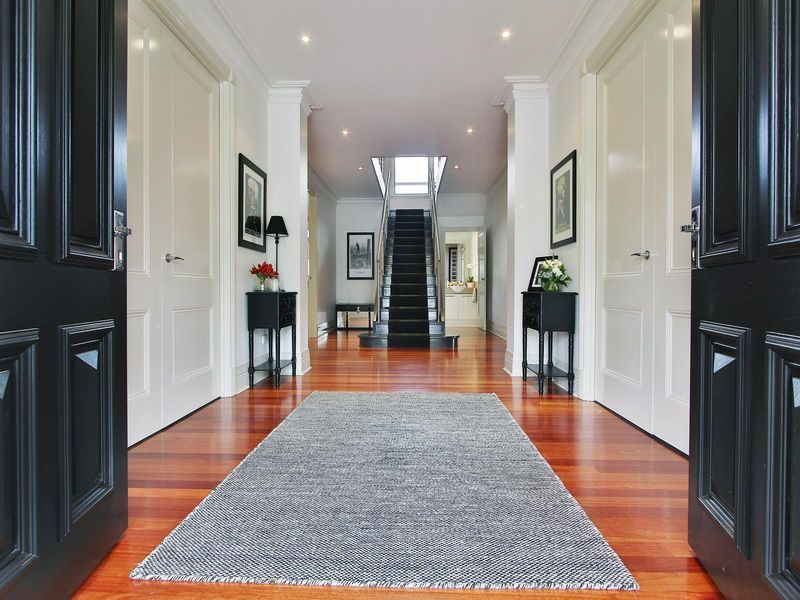 16 Williams Road, Park Orchards VIC 3114, Image 2