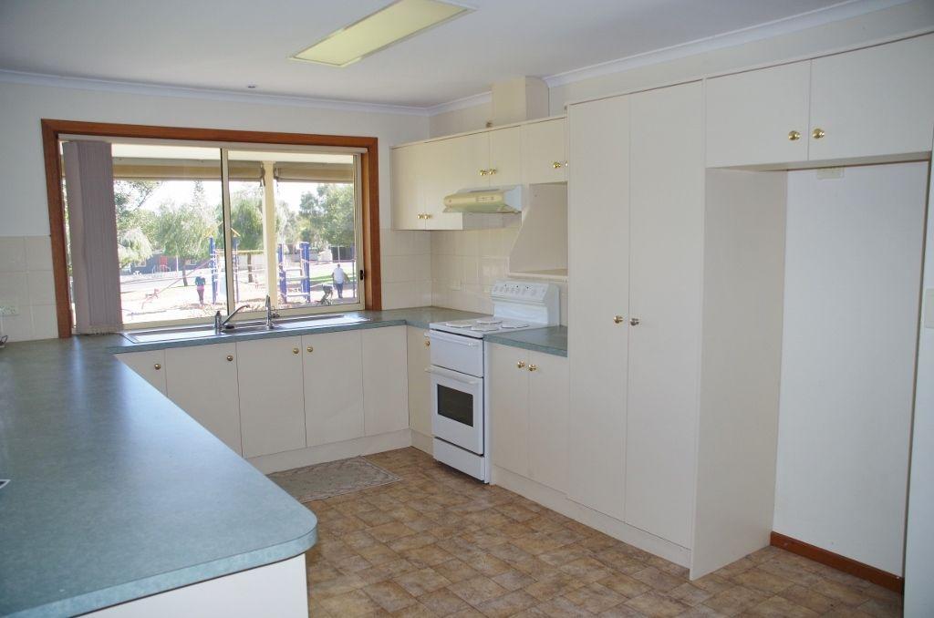 2 Middleton Avenue, Paringa SA 5340, Image 2