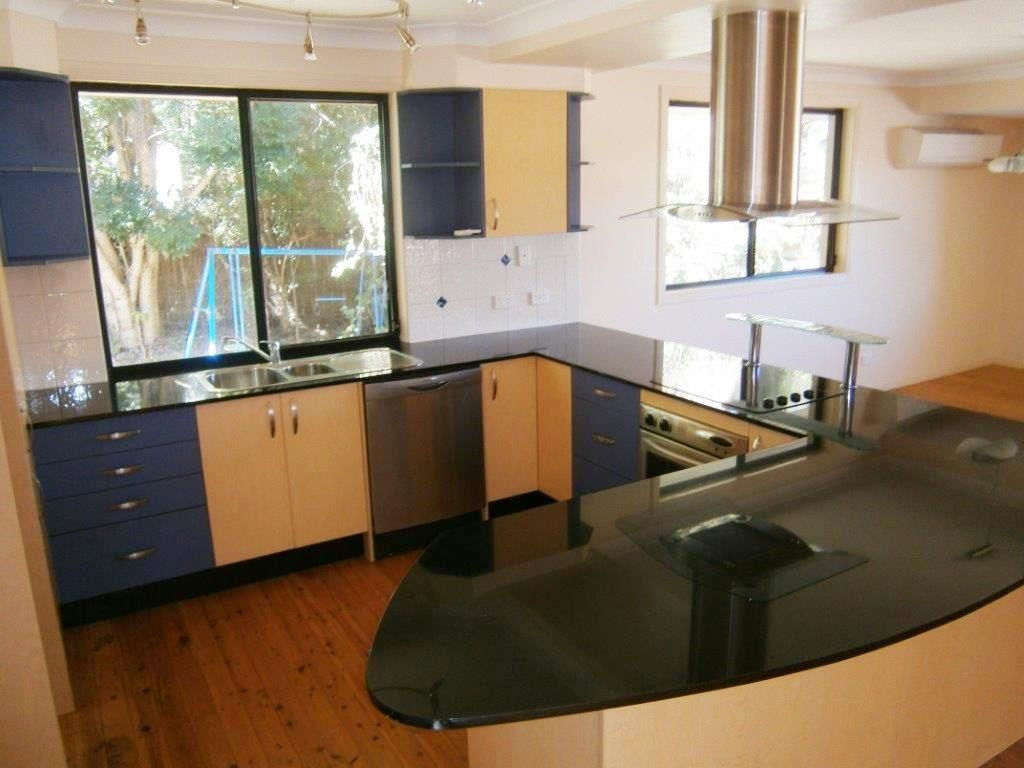 24 Wallace Street, Southport QLD 4215, Image 2