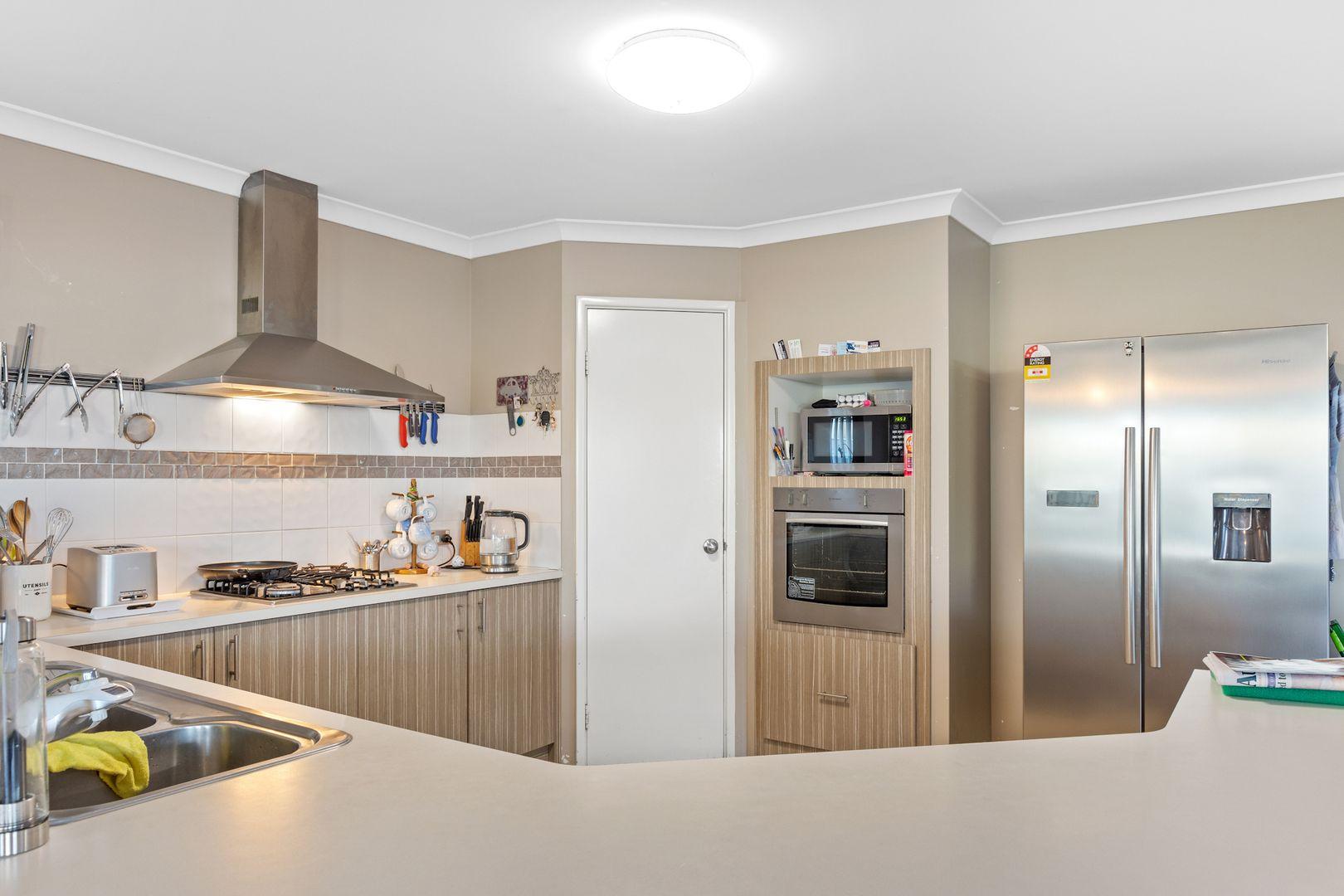64 Barnes Avenue, Australind WA 6233, Image 2
