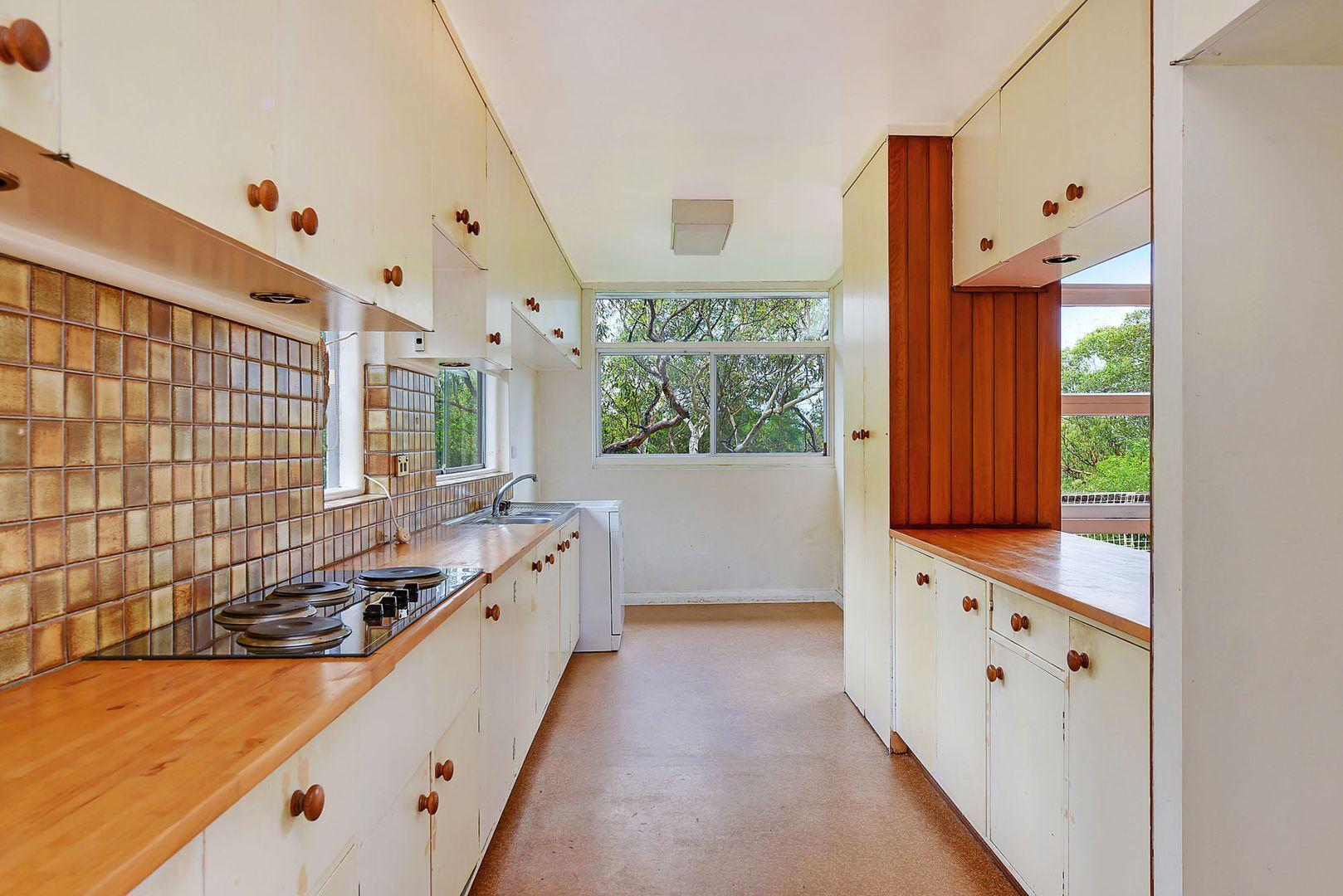 29 Carmen Street, St Ives NSW 2075, Image 2