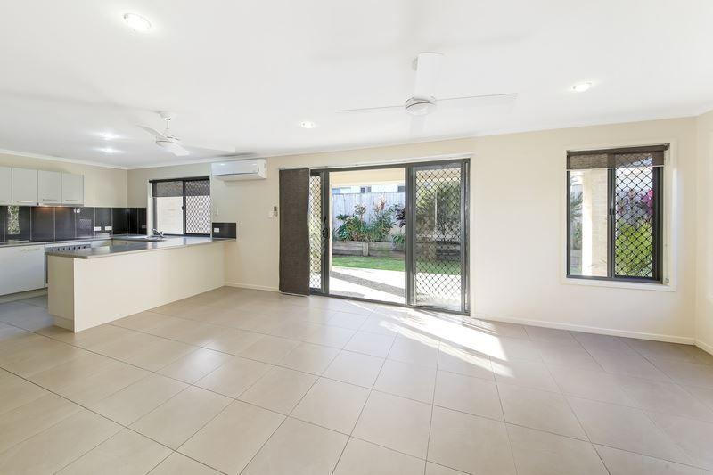 18 Feathertop Circuit, Caloundra West QLD 4551, Image 2