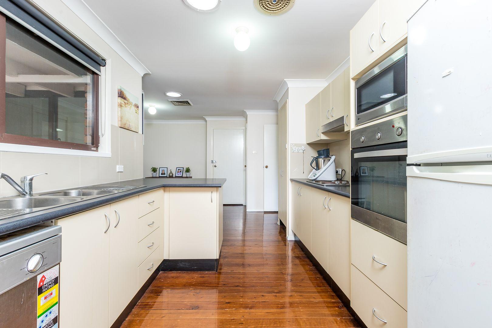 14 Alroy Close, Singleton NSW 2330, Image 2