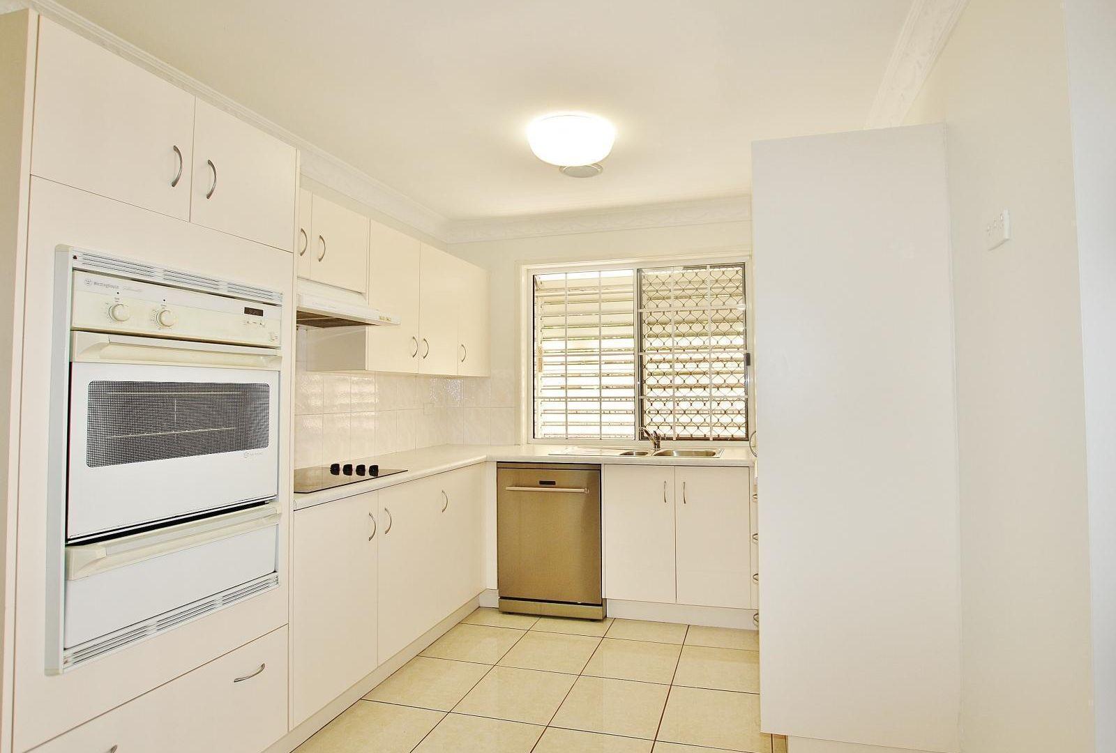 2/110 High Street, Berserker QLD 4701, Image 2