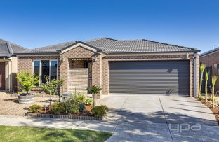 Picture of 17 Finsbury Crescent, Manor Lakes VIC 3024