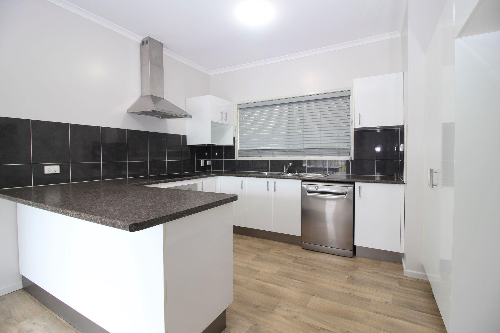 1/55 Yamala St, Emerald QLD 4720, Image 2