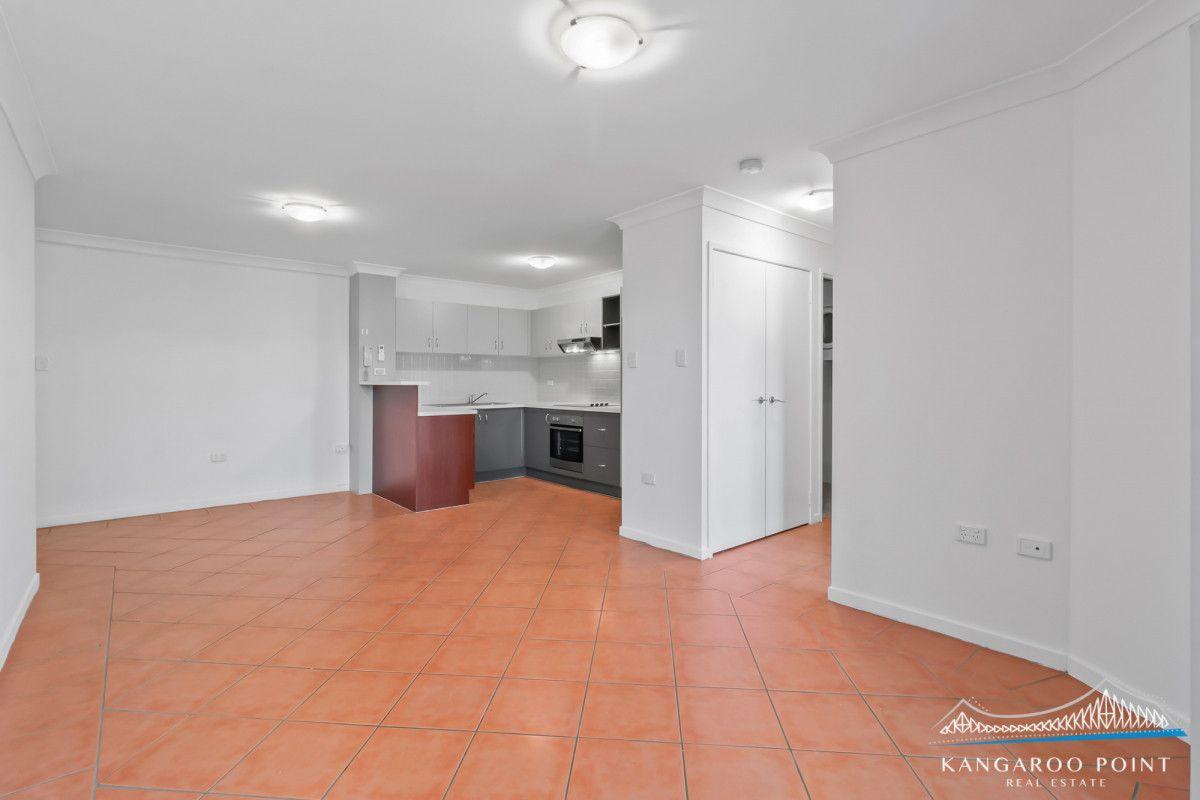 106 Linton Street, Kangaroo Point QLD 4169, Image 2