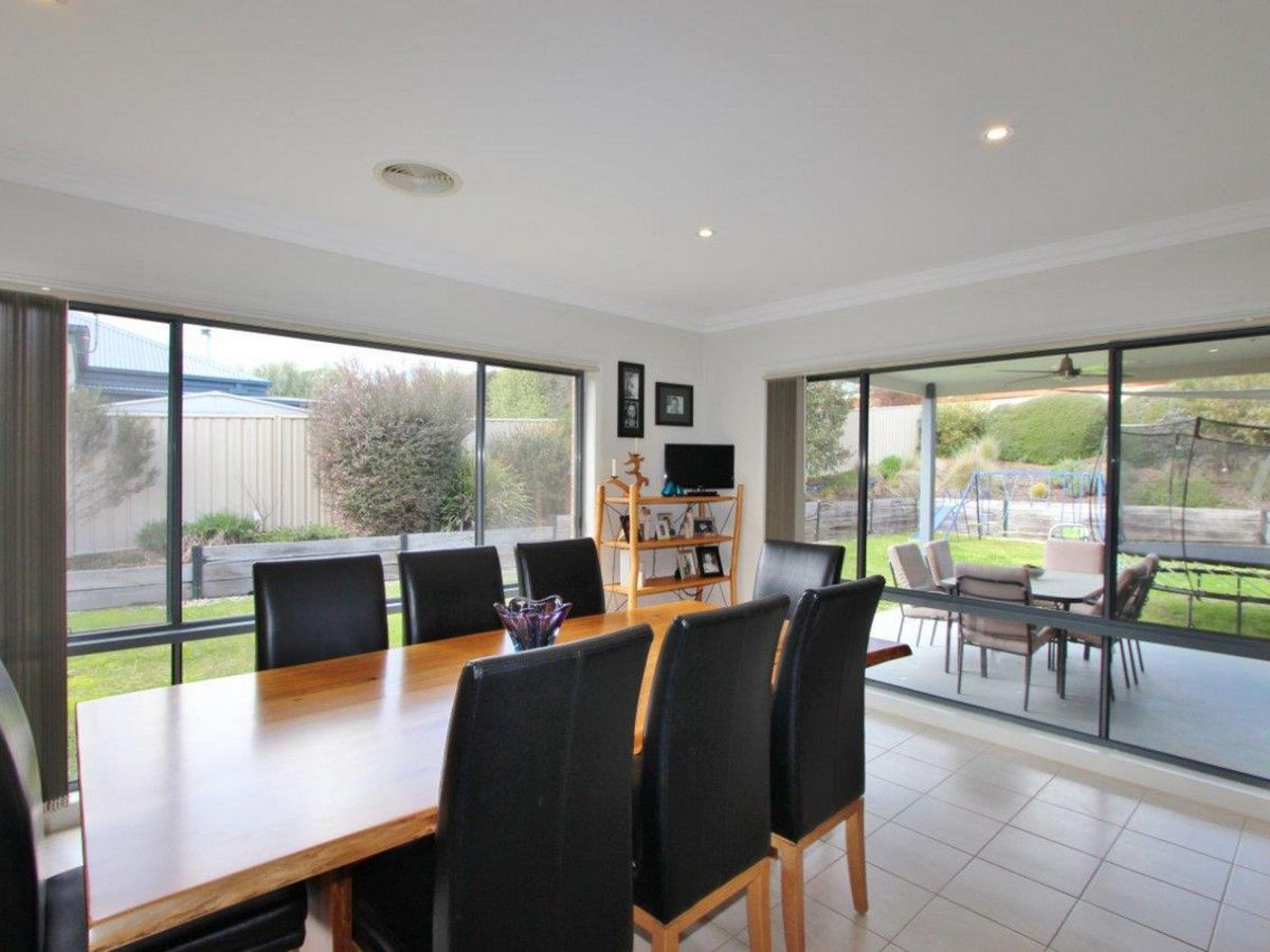 28 Cambridge Drive, Mansfield VIC 3722, Image 1