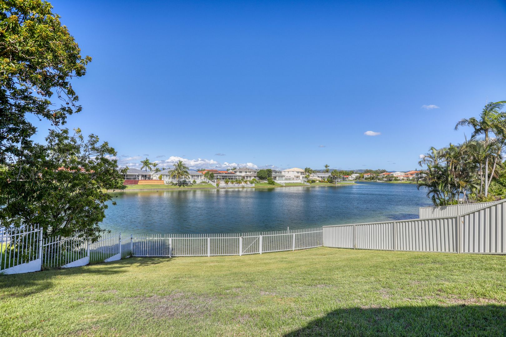 2 Darnay Road, Broadbeach Waters QLD 4218, Image 2