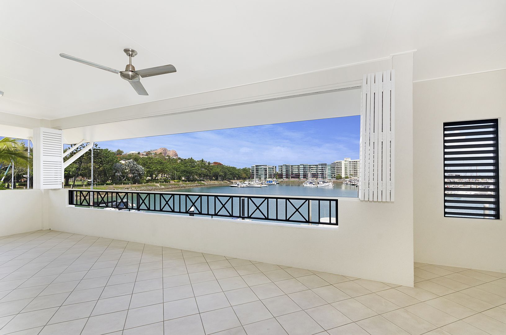 11/16 Sir Leslie Thiess Drive, Townsville City QLD 4810, Image 1