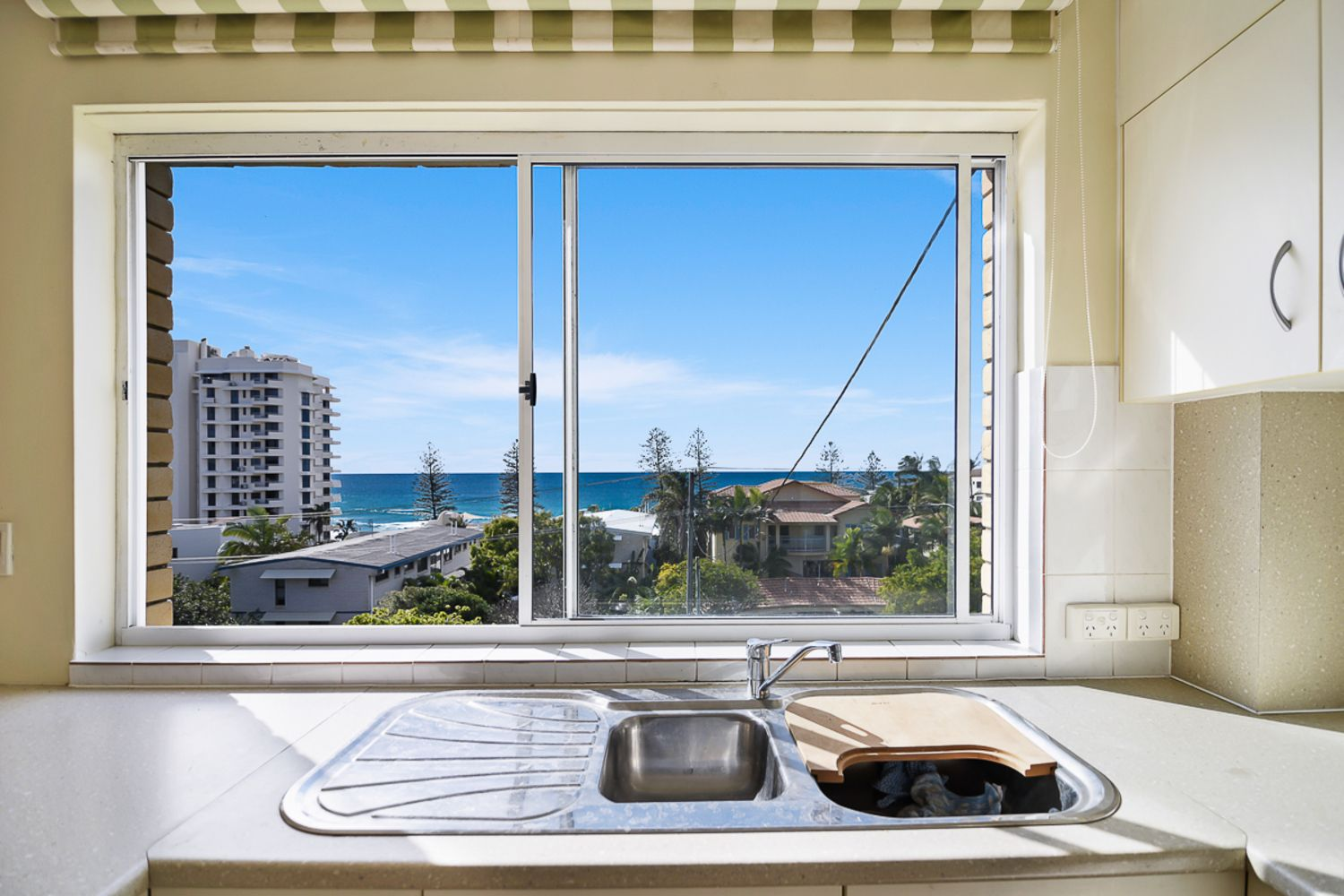 4/18 Coolum Terrace, Coolum Beach QLD 4573, Image 2